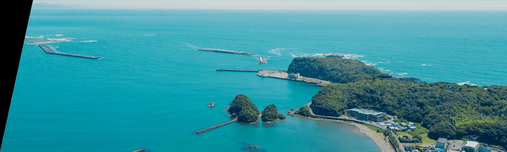 上空から那智勝浦の海
