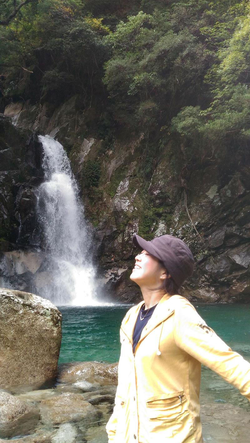 脇口祐子さんの自然に囲まれた様子